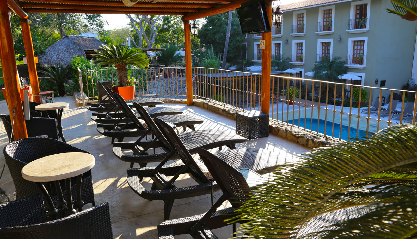 hotel binniguenda huatulco swimming pool amenities services pool lounge chairs
